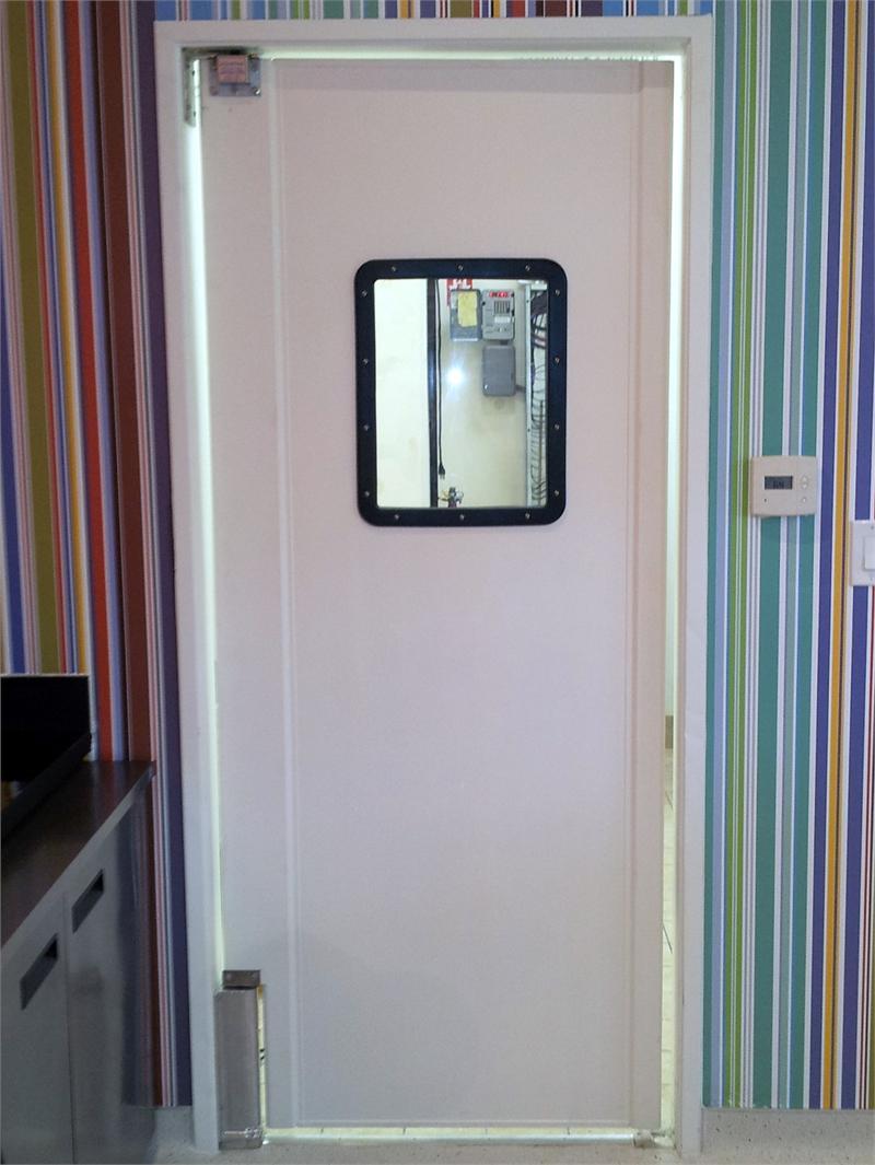 Restaurant Swing Doors : Selling restaurant kitchen traffic doors on sale
