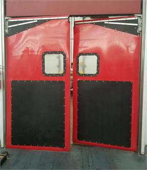 Flexible plastic doors for supermarkets. Lightweight swing doors for grocery stores.