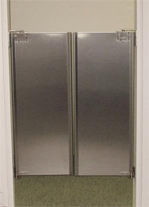 restaurant kitchen doors, stainless steel cafe door for restaurants at Traffic Doors and More.